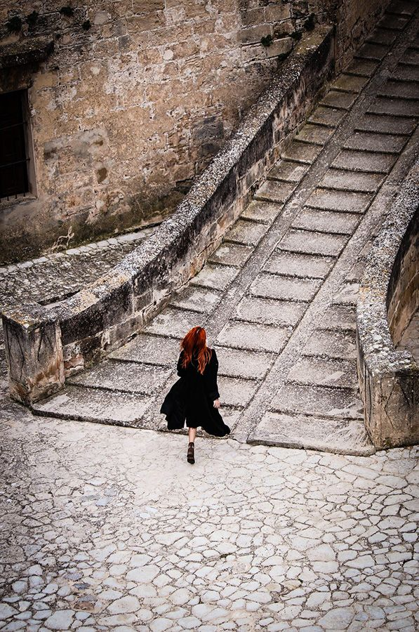 sarah-sube-escalinata